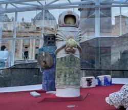 Giáo Hoàng Francis Không Mấy Vui: Hang Đá Phi Truyền Thống